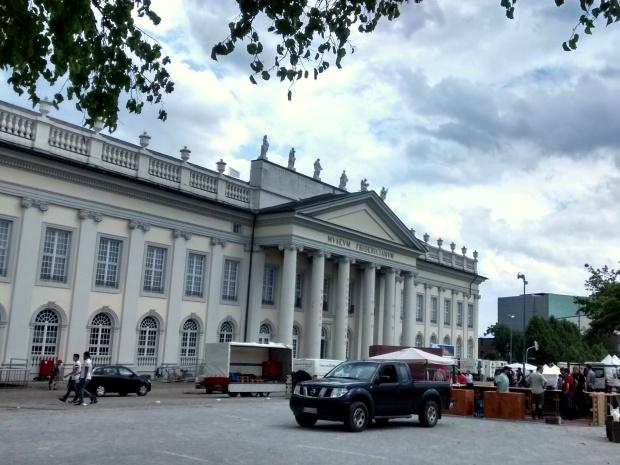 Este es el Museo Fridericianum (¡qué nombre tan difícil!), sede de la exposición.