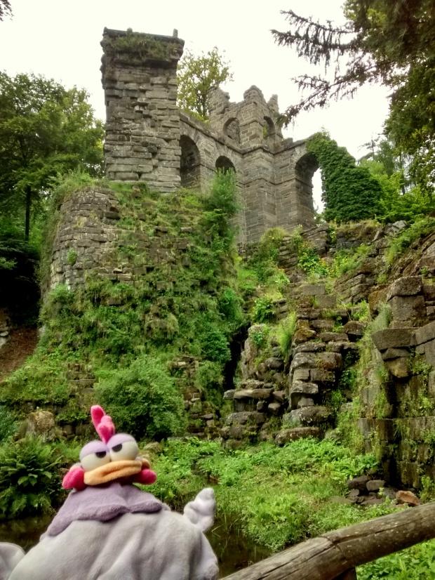Detrás tengo los restos de un acueducto, construido a finales del siglo XVIII.