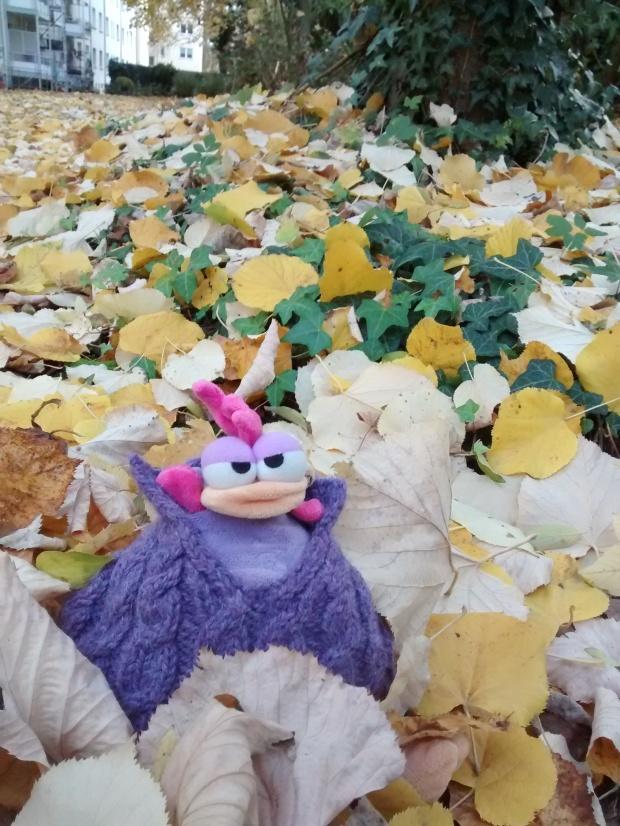 ¡Qué divertido es jugar con las hojas!