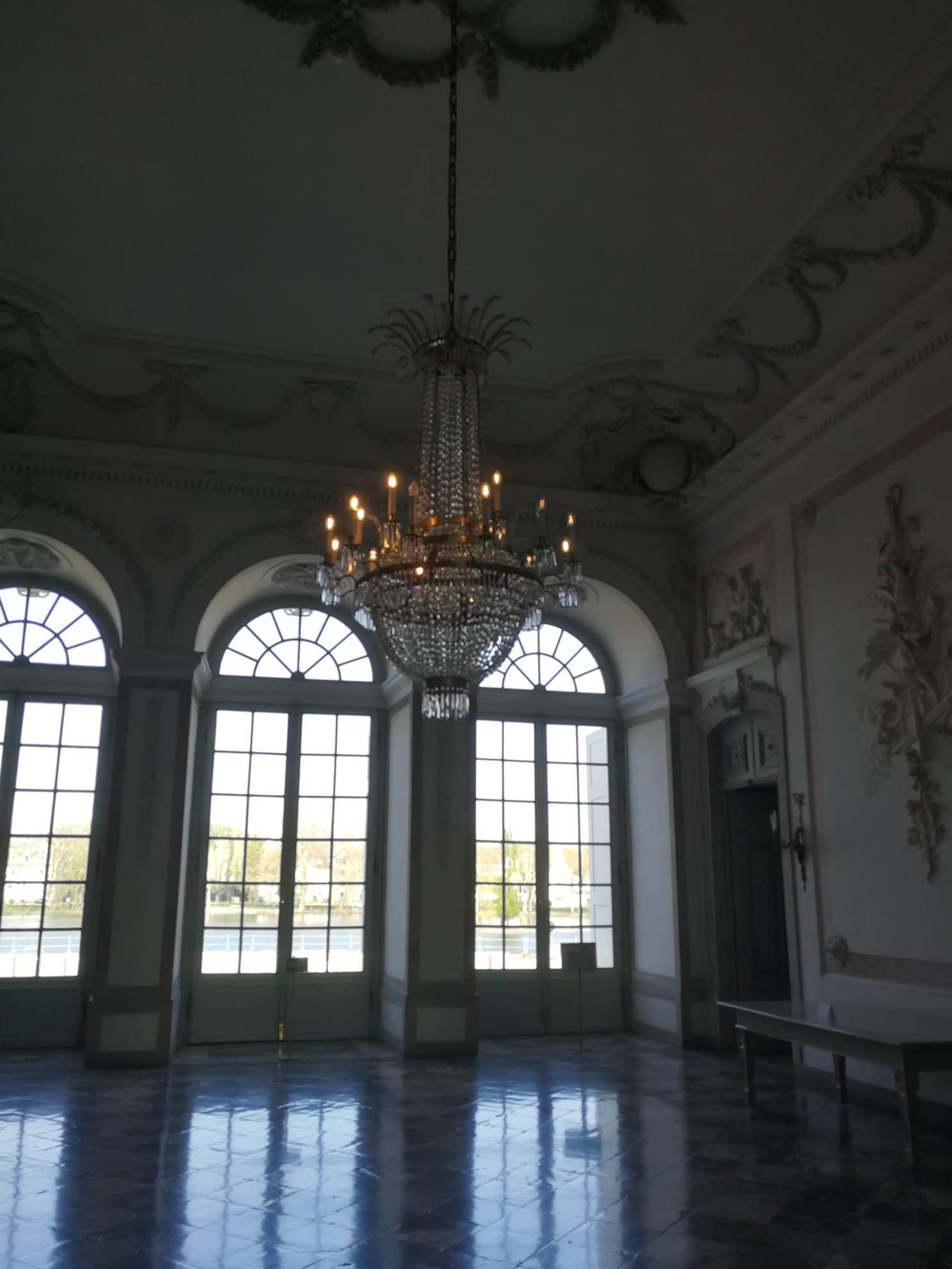 Salón del interior del palacio de Benrath.