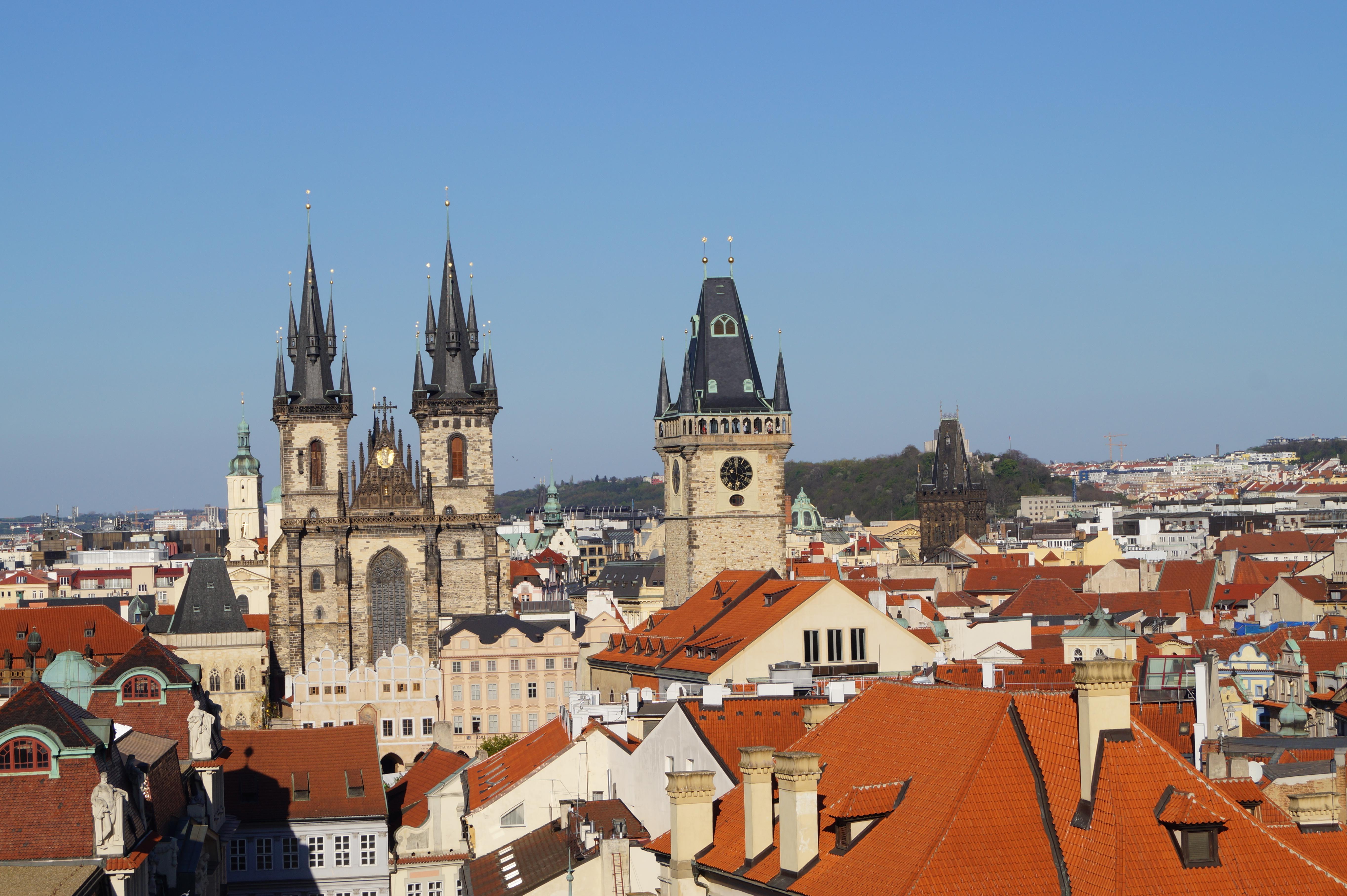 Vistas desde la Torre Astronómica: la iglesia de Týn, el Ayuntamiento y la Torre de la Pólvora, más a lo lejos.