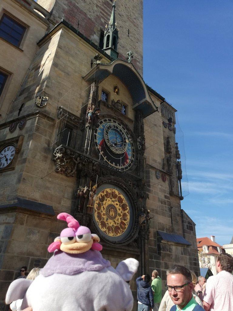 Aquí estoy yo, delante del Reloj Astronómico. ¡Cuánta gente había!