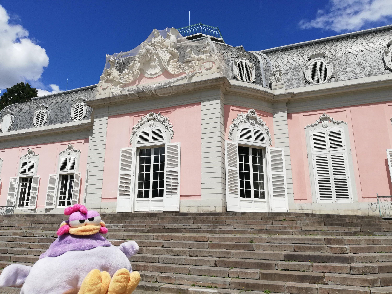 Aquí estoy en el exterior del Palacio de Benrath.