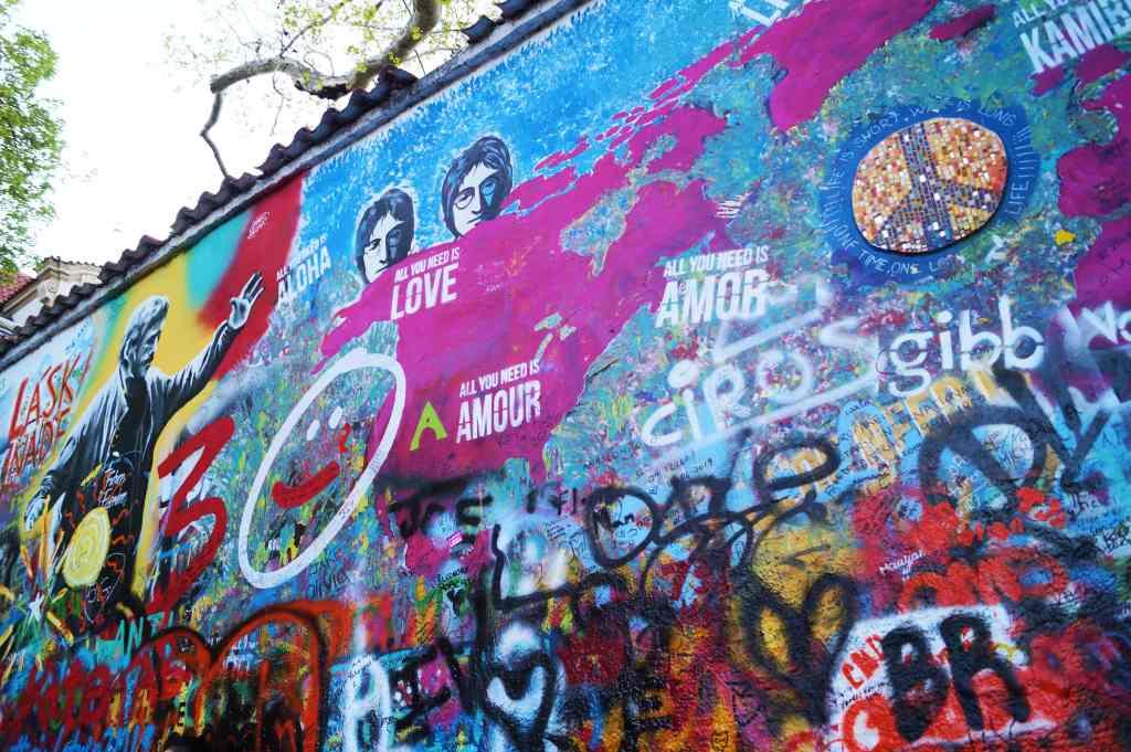 Muro de John Lennon en Praga.