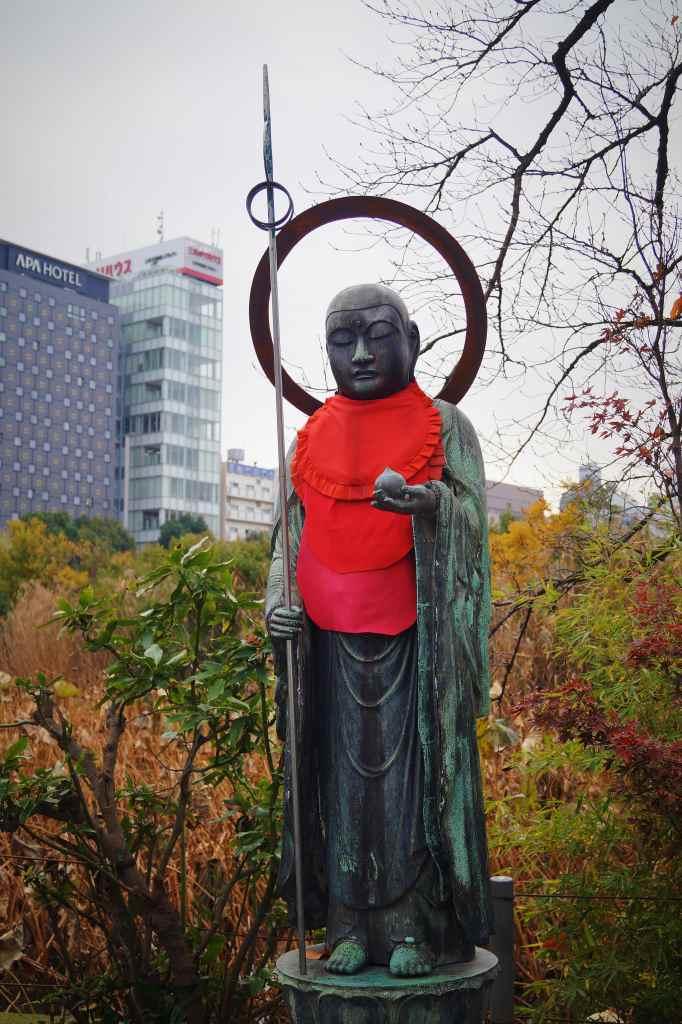 Estatua de la diosa Benten, en el templo Benten-do del parque Ueno, Tokio.